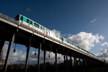 Paris métro transport pont paris aérien ville urbain