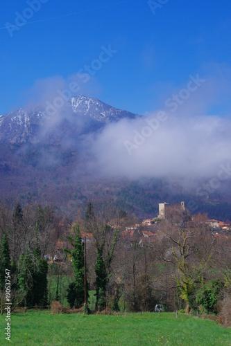 Fotobehang Zwart villages de montagne dans les Pyrénées