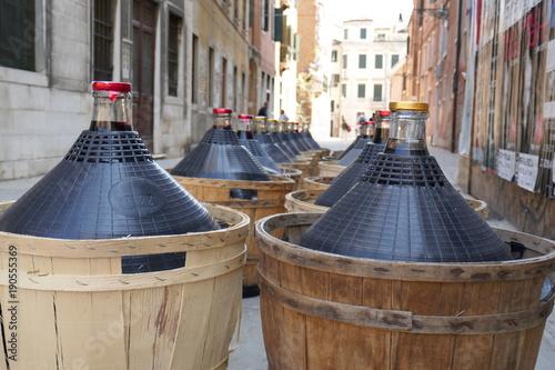 Fotobehang Smalle straatjes Wine in Venice