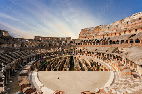 Papiers peints Rome Interior of Colosseum