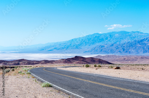 Tuinposter Route 66 Empty road in Death Valley National Park, USA