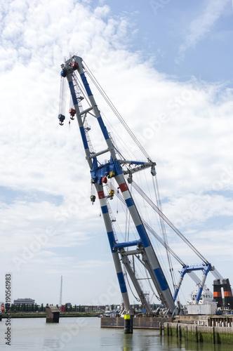 Fotobehang Rotterdam big cranes in dutch harbor