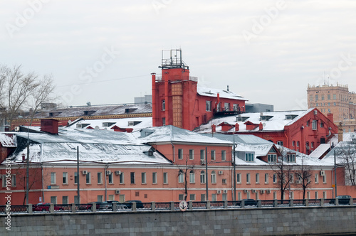 Poster Moskou buildings on the Luzhnetskaya embankment in winter