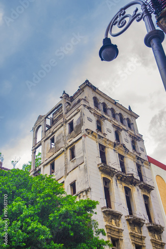 Deurstickers Havana Urban scene with crumbling colonial building in Old Havana, Cuba