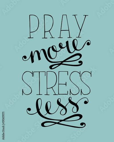 napis-na-dloni-modl-sie-wiecej-mniej-stresuj