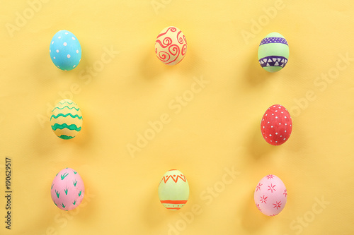 Fotobehang Hoogte schaal Decorated Easter eggs on color background