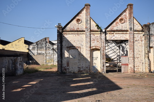 Foto op Canvas Oude verlaten gebouwen Indústria de tecidos abandonada