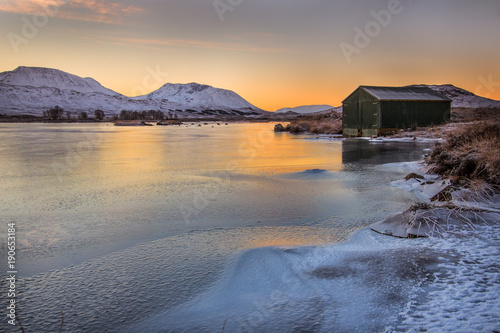 Fotobehang Landschappen Boatshed on Loch Ba at sunrise