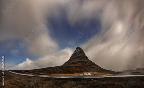 Papiers peints Marron chocolat Aurora blasted in sky over Kirkjufell mountain at night, Iceland