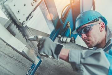 Heavy Duty Metal Cutter Operator