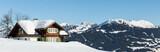 Hütte mit Winter Berg Panorama
