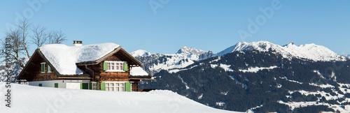 Papiers peints Photos panoramiques Hütte mit Winter Berg Panorama