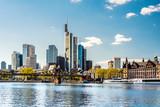 Skyline von Frankfurt am Main im Frühling mit eisernem Steg, Deutschland, Europa - 190673703