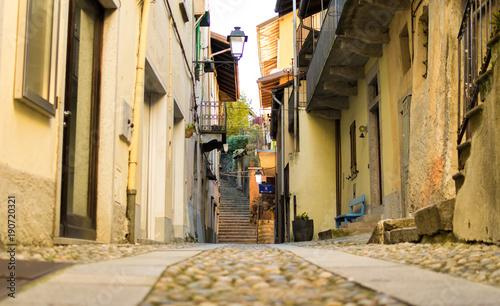 Fotobehang Smalle straatjes Mergozzo, Italy