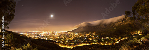 Keuken foto achterwand Panoramafoto s Kapstadt bei Nacht