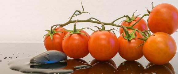 Cherry tomaten mit wasser