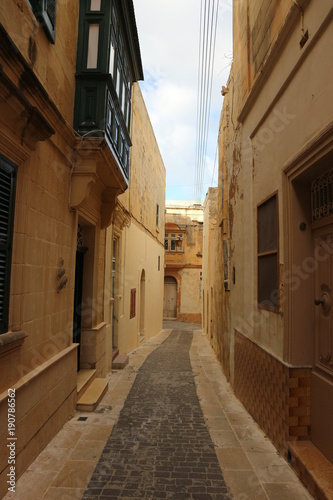 Foto op Aluminium Smal steegje Streets of Victoria (Rabat), Gozo, Malta