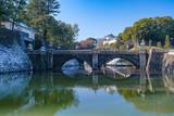雪の残る皇居、正門石橋