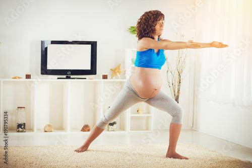 Fotobehang School de yoga Yoga For Pregnant Women