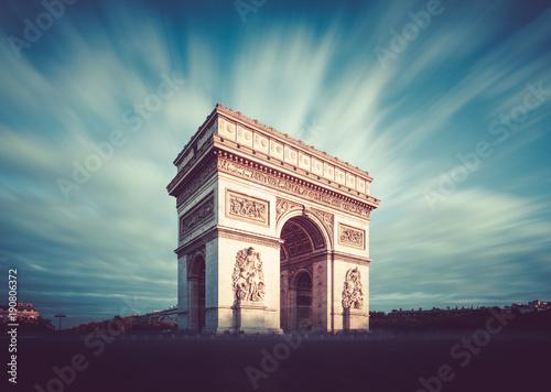 luk-triumfalny-paryz-francja