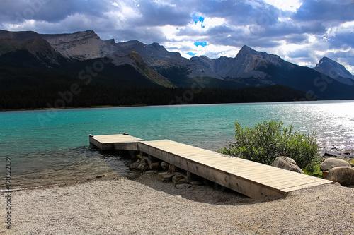 Papiers peints Canada A dock beside a rocky mountain lake