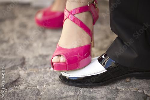 Plakat Bride Foot On The Groom Shoe