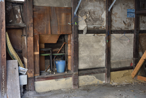 Fotobehang Gebouw in Puin 広島の鞆の浦の民家の壁