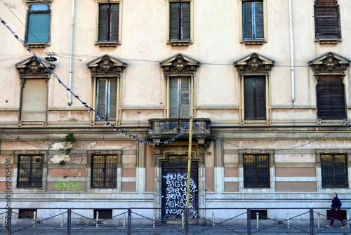 Foto op Plexiglas Milan Fassade eines alten Hauses in Mailand