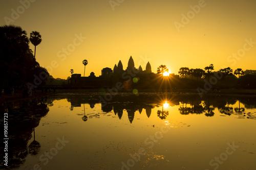 Foto Murales Cambodia Siem Reap Angkor Wat sunrise dawn UNESCO heritage blue hour