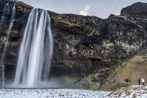 piekny-sceniczny-widok-seljalandsfos-siklawa-w-iceland