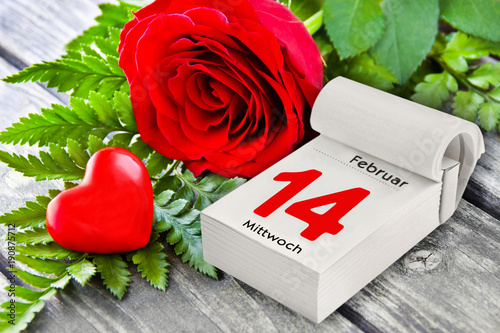 Valentinstag - Rosen und Herz - 190875712