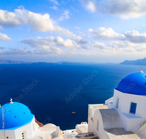 Tuinposter Blauwe hemel view of caldera with blue domes, Santorini