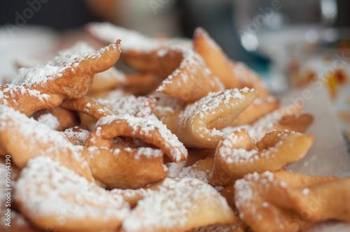 Bugnes au sucre glace - beignets traditionels alsaciens