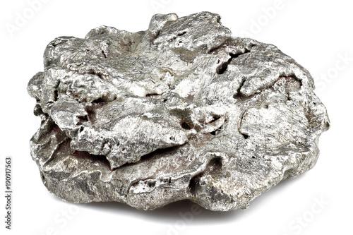 rodzimej bryłki srebra z Liberii na białym tle