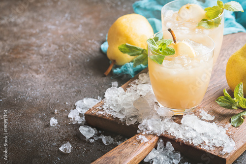 Tuinposter Sap Pear Juice with fresh fruits