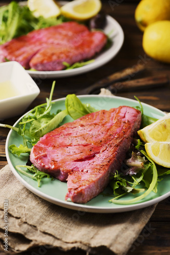 Foto op Canvas Steakhouse Cooked delicious tuna fish with green salad