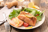 salmon fillet and lettuce - 191047777