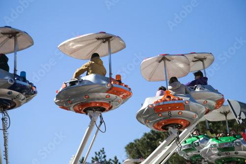 Tuinposter Amusementspark aeroplanini al luna park