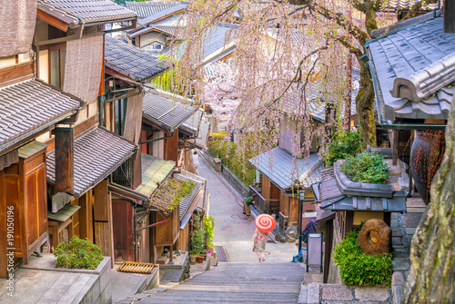 Old town Kyoto, the Higashiyama District during sakura season