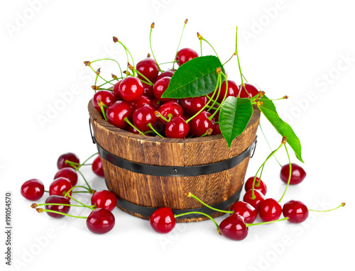 Aluminium Kersen Fresh cherry berries with green leaf isolated on white