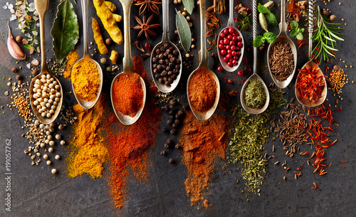 Leinwanddruck Bild Spices on black background