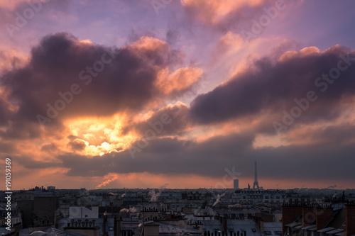 Tuinposter Eiffeltoren Levé de soleil sur Paris et la tour eiffel en hiver