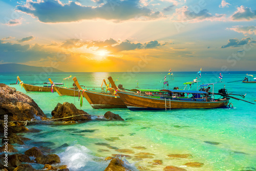 Fotobehang Thailand Beautiful colorful sunset over Bamboo island of Thailand. Summer holiday scene on tropical beach in Phi Phi region
