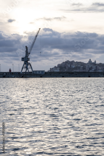 Keuken foto achterwand Schip Crane in the Imperia harbor (Italy)