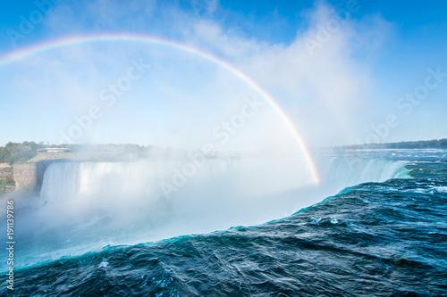 Fotobehang Canada Rainbow over Horseshoe Falls