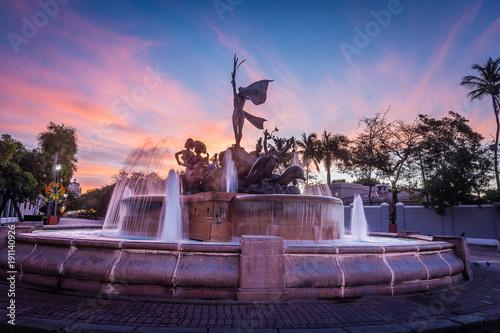 Fotobehang Lichtroze Raices Fountain at Sunrise