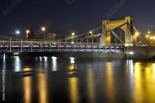 Most wiszący wieczorem