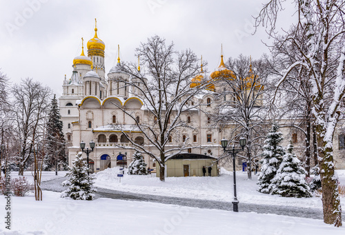 Poster Moskou Church of the Twelve Apostles in Moscow Kremlin in Moscow, Russia. Winter scene of Moscow Kremlin.