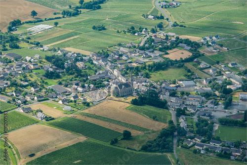 Keuken foto achterwand Olijf Vue aérienne de la ville de Bellevigne-en-Layon en France