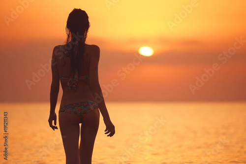 silhouette-of-a-beautiful-sexual-girl-against-the-sea-and-sunset-happy-woman-enjoying-summer-vacation